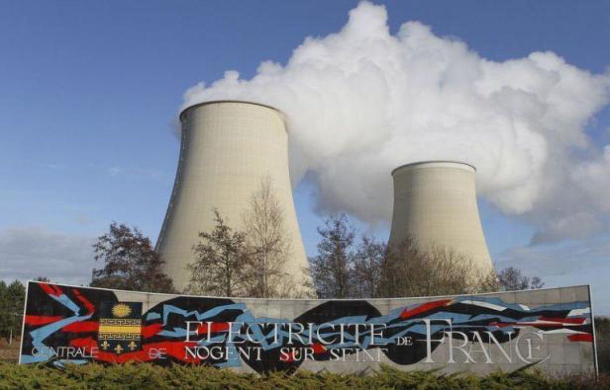 Après une nuit en garde à vue, neuf militants de Greenpeace, interpellés lundi pour une intrusion dans la centrale nucléaire de Nogent-sur-Seine (Aube), ont été déférés mardi au parquet de Troyes, selon lequel ils seront convoqués devant le tribunal correctionnel le 20 janvier 2012. – Francois Nascimbeni afp.com