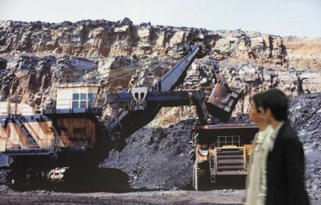 Le pompage intensif de l'eau souterraine fait de la Chine un véritable gruyère qui menace par endroits de s'effondrer, un phénomène aggravé par l'urbanisation et les activités minières, expliquent géologues et urbanistes.