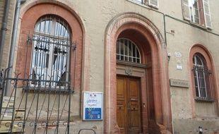 la façade de l'école Saint-Stanislas dans le quartier des Carmes, à Toulouse.