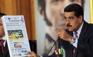 Le président vénézuélien Nicolas Maduro a annoncé mercredi un ensemble de mesures pour combattre la spéculation, réguler les importations et contrôler l'assignation des dollars au prix officiel afin d'éviter qu'ils soient revendus au marché noir.