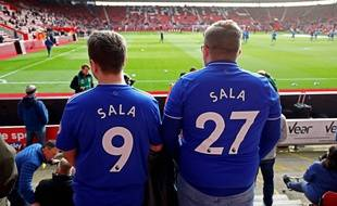 Des supporters de Cardiff rendent hommage à Emiliano Sala, lors d'un match à Southampton, le 9 février 2019.