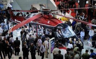 """La Russie, avec ses milliardaires, fait rêver les fabricants d'hélicoptères et les oligarques ou """"VIP"""" aimeraient bien survoler la capitale pour échapper à ses embouteillages: mais à Moscou, poumon économique du pays, le ciel est fermé aux vols."""