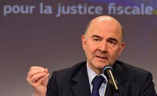 Le commissaire européen aux Affaires Economiques Pierre Moscovici présente le 18 mars 2015 à Bruxelles les mesures prises de la Commission contre l'évasion fiscale des entreprises