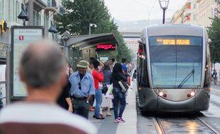 A Nice, la ligne 1 du tramway ne vas pas au-delà de l'hôpital Pasteur, à l'est de la ville