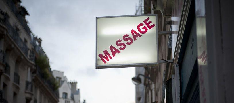 Illustration d'une devanture de salon de massage à Paris (Archives)