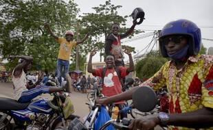 Dans les rues de Bamako après le coup d'Etat, mercredi.