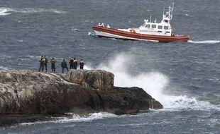 Les gardes-côtes italiens au large de l'île de Lampedusa.