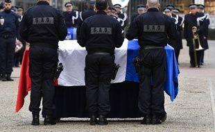 Un hommage a été rendu vendredi à Franck Labois, policier percuté volontairement par un fourgon.