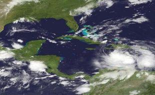 Le centre américain a émis une alerte rouge à l'ouragan uniquement sur Haïti, tandis qu'une alerte à la tempête tropicale est maintenue en République dominicaine, à Cuba, aux Bahamas et en Jamaïque.