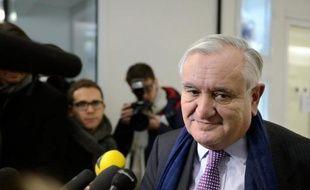 """L'ancien Premier ministre Jean-Pierre Raffarin (UMP), interrogé jeudi par LCI sur les dossiers Bettencourt et Tapie-Adidas, a déploré des """"rebondissements"""" d'une """"justice spectacle"""", qui lui paraissent nuisibles."""
