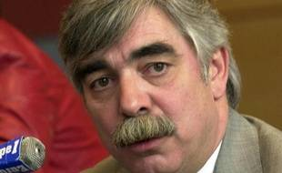 Bernard Fragneau, ancien préfet de la région Centre, s'est donné la mort lundi soir à Boulogne-Billancourt (Hauts-de-Seine), a-t-on appris de source policière.