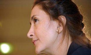 """L'ex-otage franco-colombienne Ingrid Betancourt s'est dite """"vraiment fatiguée"""" vendredi et annoncé qu'elle allait se mettre """"un peu en retrait"""", après avoir enchaîné les interviews et les visites de remerciements depuis sa libération le 2 juillet."""