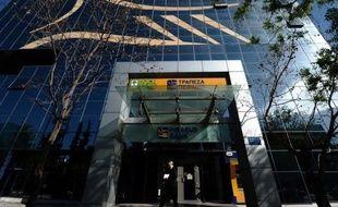 """Société Générale a entamé des discussions """"confidentielles"""" concernant la vente de sa filiale grecque Geniki avec Banque du Pirée, selon un communiqué diffusé mercredi."""