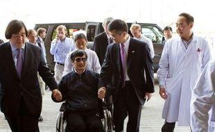 Le militant Chen Guangcheng a mis mercredi le gouvernement chinois au défi de prouver qu'il n'était pas responsable de son assignation à résidence extra-judiciaire dans son village et de punir les cadres locaux qui ont fait de sa maison une véritable prison pendant près de deux ans.