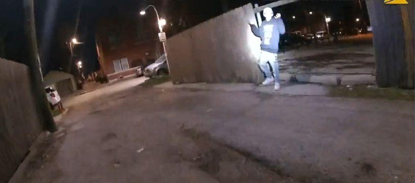 Adam Toledo, 13 ans, a levé les mains en l'air avant d'être abattu par un policier de Chicago le 29 mars 2021.