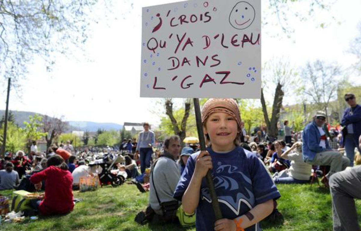 Manifestation anti-gaz de schiste, à Nant, le 17 avril 2011. – DAMOURETTE/SIPA