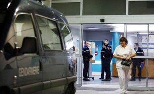 """Des témoins auraient vu une femme """"de type européen, âgée de quarante à cinquante ans"""" vêtue d'un manteau noir, emmener le bébé, a indiqué à l'AFP en fin de journée le procureur Erick Maurel."""