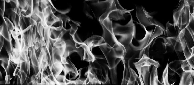 """""""Je réussis enfin à écarter le métal incandescent et, alors que les premières flammes commençaient à me lécher les pieds"""""""