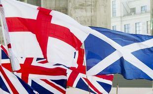 Les drapeaux anglais, britannique et écossais à Londres, en 2014.