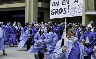 Une manifestation d'infirmière au CHU de Rennes le 17 mai 2021.
