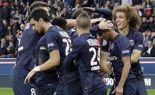 Les joueurs du PSG se félicitent après un but contre Bordeaux le 25 octobre 2014.