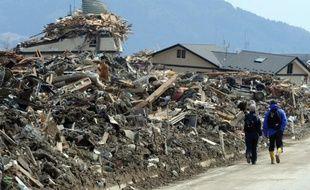 Le Japon a considérablement accru vendredi son estimation sur la quantité de débris dus au séisme et au tsunami de mars 2011 qui devraient avoir atteint les côtes d'Amérique du Nord d'ici à octobre prochain, selon les médias.