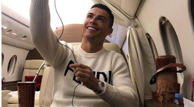 Le selfie très mal venu de Cristiano Ronaldo dans son avion
