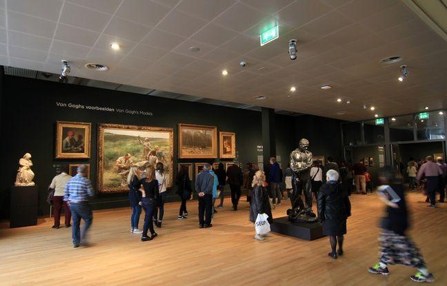 Le musée Van Gogh d'Amsterdam rend hommage au célèbre peintre, né aux Pays-Bas et qui a longtemps vécu en France.