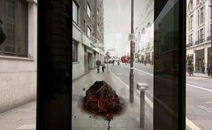 Capture d'écran d'un arrêt de bus faisant croire à une attaque d'astéroïde