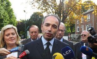 """Jean-François Copé, secrétaire général et candidat à la présidence de l'UMP, a assuré lundi que le traité budgétaire européen allait contraindre au """"courage politique"""", alors que François Hollande """"en manque singulièrement""""."""
