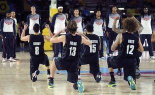 L'équipe néo-zélandaise de basket exécute le haka avant un match contre les USA, le 2 septembre 2014, en Espagne.