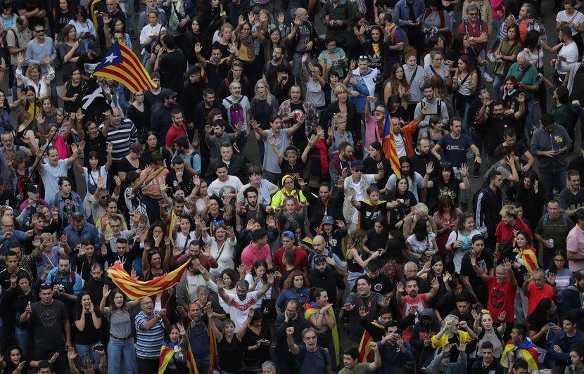 Le gouvernement catalan réclame des « négociations sans conditions », fin de non-recevoir de Madrid