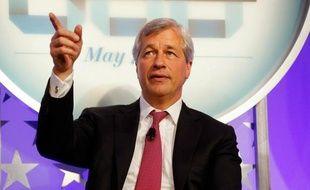 La banque américaine JPMorgan Chase a annoncé jeudi qu'elle avait enregistré sur les six dernières semaines une perte de 2 milliards de dollars dans le courtage, qui pourrait grossir à cause de positions risquées de dérivés de crédit, produits à l'origine de la crise de 2008.