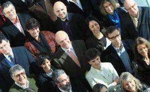 Alain Rousset entouré par ses colistiers, à Bordeaux.