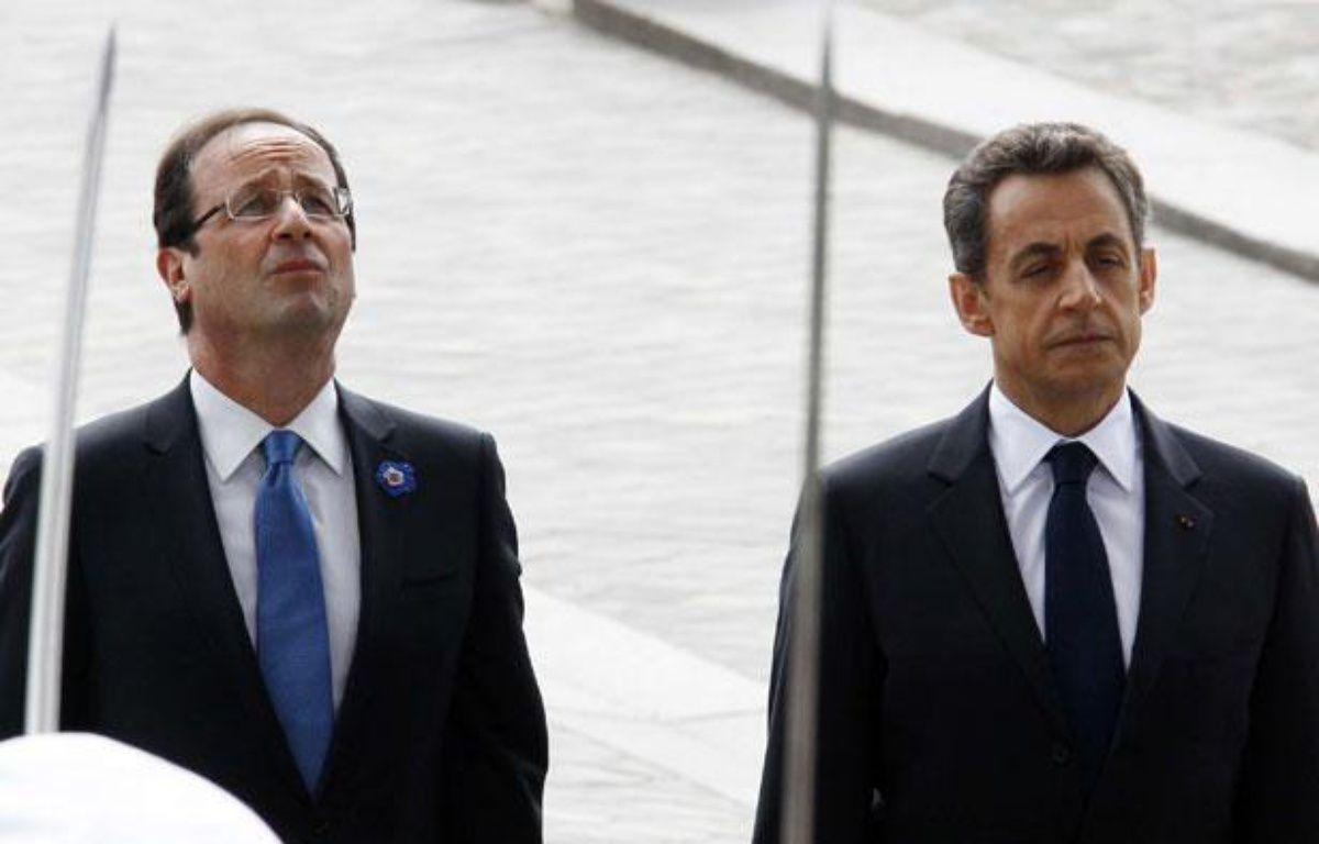 François Hollande et Nicolas Sarkozy lors des cérémonies du 8 mai 2012. – Jacky Naegelen/AP/SIPA