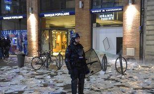 Plusieurs agences bancaires du centre-ville de Toulouse ont été saccagées en marge de la manifestation des