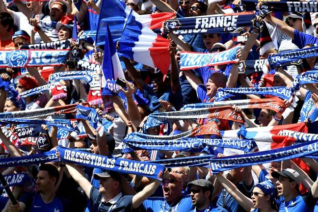 Lyon, le 26 juin 2016. Supporters français avant la rencontre face à l'Irlande. AFP PHOTO / PHILIPPE DESMAZES