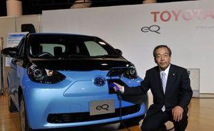 Le premier constructeur d'automobiles japonais, Toyota, a annoncé lundi qu'il comptait sortir 21 modèles hybrides d'ici à 2015 et qu'il espérait vendre un million de voitures de ce type par an dès 2013.