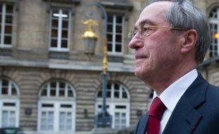 L'ancien ministre de l'Intérieur Claude Géant quitte le palais de justice de Paris le 13 novembre 2015