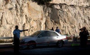 Un Palestinien a lancé dimanche sa voiture contre un groupe d'Israéliens près d'un check-point en Cisjordanie occupée, blessant trois d'entre eux