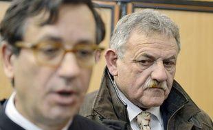 L'ancien maire de La Faute-sur-Mer René Marratier (à dr.), à l'annonce du verdict du Procès Xynthia, le 12 décembre 2014 aux Sables-d'Olonne.