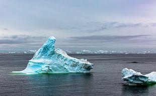 La calotte glaciaire du Groenland fond sept fois plus vite que dans les années 1990, selon une étude publiée dans la revue « Nature ».