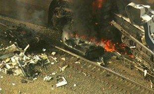 La collision entre un train de passagers et un de marchandise a fait au moins six morts dans la banlieue nord de Los Angeles.