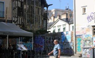 La place Saint-Michel à Rennes, défigurée par un incendie survenu en 2010. Ici photographiée en septembre 2018.
