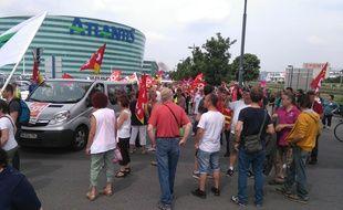 Manifestants contre la loi Travail devant le centre commercial Atlantis.
