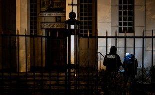 L'homme suspecté d'avoir grièvement blessé un prêtre orthodoxe par balles a reconnu les faits mais conteste l'intention d'avoir voulu le tuer.