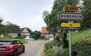 """L'entrée du """"Village préféré des Français 2020"""", Hunspach, en Alsace."""