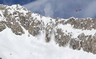 La skieuse descendait le sommet de la Meije, à mi-chemin entre l'Isère et les Hautes-Alpes.