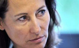 """Ségolène Royal, prétendante au poste de Premier secrétaire du Parti socialiste lors du congrès de novembre, a critiqué samedi devant des militants à Bordeaux """"un Etat impotent, impuissant, irresponsable, imprévoyant"""", à propos notamment de la flambée du prix des carburants."""