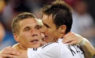 L'Allemagne a battu la Pologne 2 à 0 (mi-temps: 1-0) en match comptant pour le groupe B de l'Euro-2008 de football, dimanche à Klagenfurt.